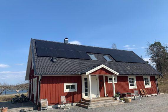 Saulės elektrinės ant privataus namo Švedijoje