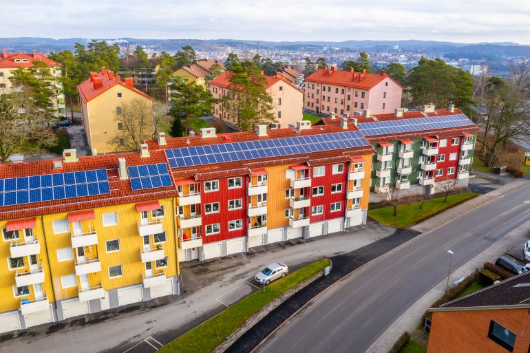 Saulės elektrinės ant daugiabučių namų
